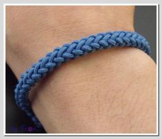 Bracelet- 8 Plait Round Knot found on pas-a-pas-de-creativknots.over-blog.com