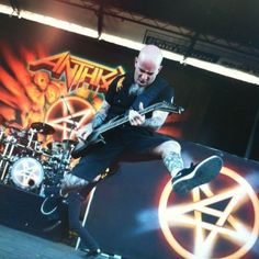 Scott Ian - Learned to go ape-crazy on stage