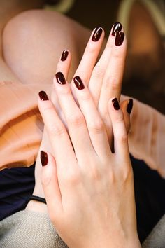 wine_color_nails.jpg 320×480 pixels