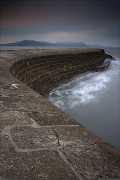 The cobb, sea wall, coast of England, lover's return, Thomas Peck, photo of the day, photobotos