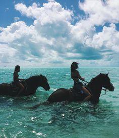 Turquoise sea full of dreams