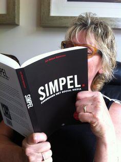 Wilma Lowenthal @PedicureTCS    Een heerlijk boek om te lezen! Gisteren ontvangen. Al bijna op de helft! #simpel dank!