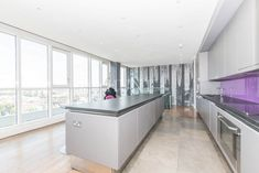 Penthouse apartment set over one floor with spectacular river views from two large private terraces. This luxury property with three bedrooms and three bathrooms. Private Gym is located beneath Canary Riverside development. #propertyhunt #londonproperty #canarywharf #privateterrace #balcony #londonview #londonterrace #luxuryproperty #rent #penthouse #londonpenthouse