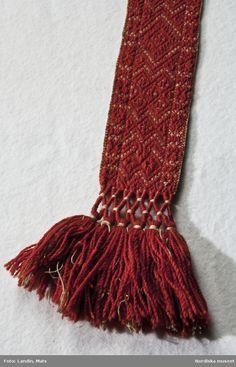 Tablet Weaving Patterns, Weaving Textiles, Inkle Loom, Loom Weaving, Card Weaving, Craft Tutorials, Flower Art, Sweden, Weave