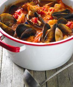 AP STUDIOS / RECIPE: Northwest Cioppino #cioppino #recipe #summerrecipes #easyrecipe #mussels #clams #tomatosauce  #seafood #Italian