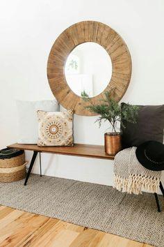 La primera impresión de tu casa la da el recibidor El recibidor es una de las partes más importantes de la casa, te da la bienvenida cada vez que llegas. Son difíciles de decorar, estrechos, con po…