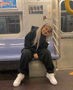 – Quelle von mariadelymmocom Bequeme Outfits - My CMS Moda Streetwear, Style Streetwear, Streetwear Fashion, Korean Streetwear, Streetwear Summer, Vintage Outfits, Retro Outfits, Vintage Fashion, Urban Outfits