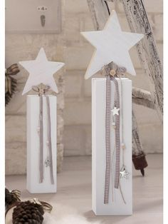 White Christmas / Winter Lounge with lots of extra rooms and lanterns … - Xmas Christmas Wood Crafts, Rustic Christmas, Christmas Projects, All Things Christmas, Winter Christmas, Christmas Home, Handmade Christmas, Holiday Crafts, Christmas Ideas