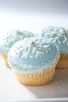 Snowflake cupcake by Grace & Shelly's