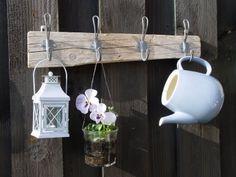 Sallys Zuhause: Neue Hakenleiste im Garten