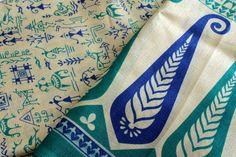 Sari en soie de coton Blanc et bleu Warli impression Tissu de soie texturée, idéal pour faire des bracelets de Yoga ruban ou recycler Sari