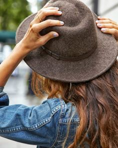 Fall trend: Grey nails, denim jacket, and a hat.
