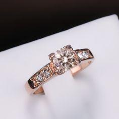18k Gold filled Diamant-ring finns i guld och vitguld f�rg. Stl 18 mm