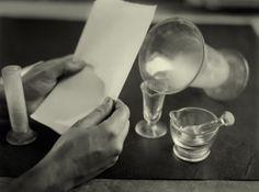 Las manos, 1930‐1936. © Archivo Arissa. Fundación Telefónica. http://www.loeildelaphotographie.com/2014/06/20/festival/25176/photoespana-2014-antoni-arissa?utm_campaign=website&utm_source=sendgrid.com&utm_medium=email