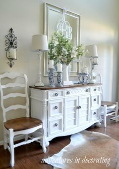 Maybe paint the dining room chairs white bit leave the seats dark and the table dark Or Maybe paint the table too. Dining Room Server, Dining Room Chairs, Buffet Table Ideas Decor Dining Rooms, Hallway Decorating, Entryway Decor, Sideboard Dekor, White Buffet Table, Casas Shabby Chic, Farmhouse Buffet