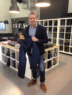 So darf ich euch Vorstellen, die Lieblingsjeans von unserem Chef Guido Weltert. Es ist die Jeans von Nudie Steady Eddie, wieso er diese so mag?? Sie ist nicht zu weit und nicht zu eng, hat einen guten Griff und einen schönen Wash und was speziell ist die Jeans ist aus Organic Cotton...