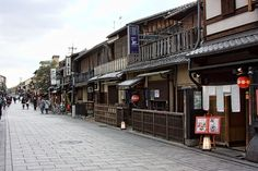 Did you know there are some great fun and free things to do in Kyoto city? I heard so many times as I was planning our trips to Japan what a terribly expensive place it was to visit. I'd be the first to agree that