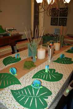 Table settings at a Frog Party #frogparty #tablesettings