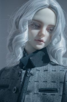 So subtle and delicate. Doll like beauty