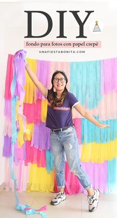 Crea un bonito fondo para tomar fotos o para decorar un cumpleaños con papel crepé Colorful Birthday Party, Rainbow Birthday, Birthday Balloons, Diy Birthday, Hawaiian Party Decorations, Girl Birthday Decorations, Birthday Party Decorations, Decor Photobooth, Diy Backdrop