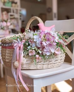 Easter Table Decorations, Basket Decoration, Bridal Shower Decorations, Flower Decorations, Wedding Gift Wrapping, Wedding Boxes, Baskets On Wall, Flower Crafts, Floral Arrangements