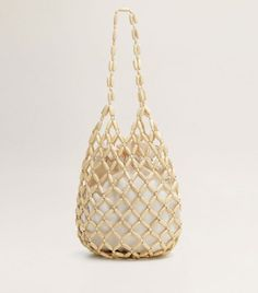 Whether the handbag is leather, denim, hobo, a beaded handbag is sewn with numerous kinds of beads to form a pattern. Macrame Bag, Beaded Bags, Dad To Be Shirts, Handmade Design, Holiday Outfits, Online Bags, Wooden Beads, Jute, Jewelry