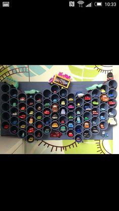 Autogarage aus Klopapierrollen für die Kleinen