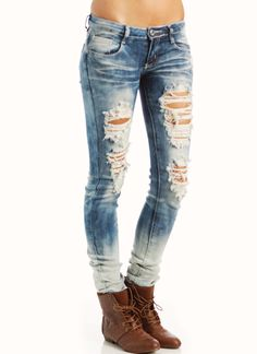 distressed bleached skinny jeans and those shoesssssss Torn Jeans, Ripped Skinny Jeans, Jeans Pants, Casual Outfits, Cute Outfits, Quirky Fashion, Women's Fashion, Embellished Jeans, Cute Jeans