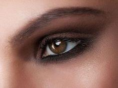 Dumanlı Göz Makyajı Nasıl Yapılır