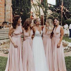 """d4a75b5227d Diario de una Novia on Instagram  """"Momentos únicos entre amigas 💕 ¿Y tú  has elegido ya tus damas de honor  ¿Te hace ilusión que se visten iguales"""