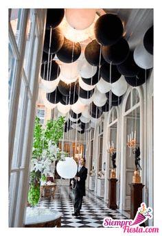 Increíbles ideas una fiesta de color blanco y negro. ¡Muy hermosa! Encuentra todos los artículos para tu fiesta en nuestra tienda en línea: http://www.siemprefiesta.com/decoraciones-adornos-y-mas/colores.html?utm_source=Pinterest&utm_medium=Pin&utm_campaign=Colores