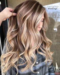 Looking for latest hair color shades and highlights for more interesting hair colors look? No need to search any more just see for stunning ideas of blonde balayage hair colors for various hair… Grey Balayage, Balayage Hair Blonde, Bronde Balayage, Bronde Haircolor, Cheveux Beiges, Brown Hair With Blonde Highlights, Medium Brown Hair With Highlights, Brown To Blonde Ombre Hair, Caramel Hair Highlights