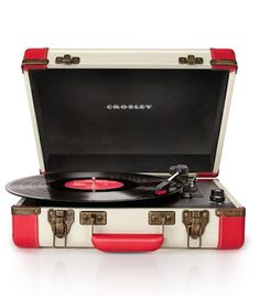 Crosley record player http://rstyle.me/n/i47zmr9te