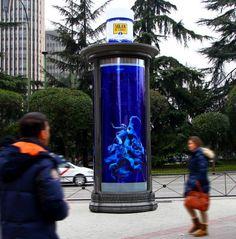 JCDecaux se convierten en una réplica gigante de la botella de Solan de Cabras.