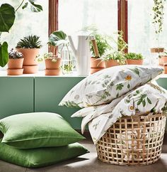 Evoke meadows and long warm days inside your home with the floral-patterned STRANDKRYPA bed linen, GADDIS basket, BITTERGURKA watering can, and INGEFÄRA terracotta plant pots. You'll be breathing deep sighs of relief before you know it.