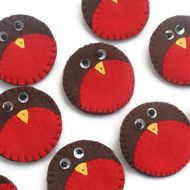 A lovely hand stitched Robin brooch. Made from felt and featuring decorative beaded eyes and yellow beak. This brooch is presented on a decorative card. Although these brooches have been made to the same pattern and materials as the one pictured they m...