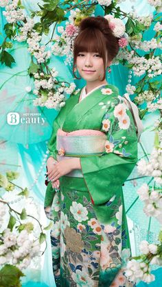 Kimono in green and white flowers. Looking lovely Paruru ! Kimono Japan, Japanese Kimono, Japanese Girl, Japanese Outfits, Japanese Fashion, Japanese Beauty, Asian Beauty, Green Kimono, Beautiful Asian Women