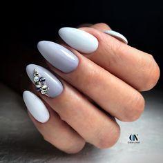 Это моя работа, на самом деле на двух пальчиках омбре из серого в белый, но на фото особо не заметно