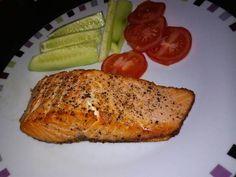Mennyei Vajban sült lazac recept! Olajban is ugyanígy kisüthető, de az is elég ha pár csepp olajjal vagy olvasztott vajjal bedörzsöljük a halat a fűszerezés előtt. Jó étvágyat hozzá! 🙂