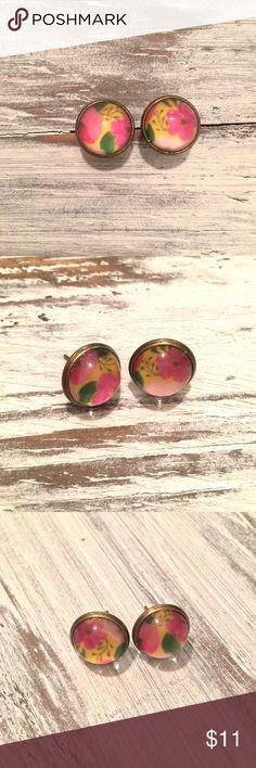 Vintage floral stud earrings Vintage look floral studs earrings, material: copper, Bronze tone, multicolor pink and yellow tones. Jewelry Earrings