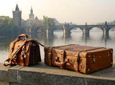 viaje maletas neblina sueños