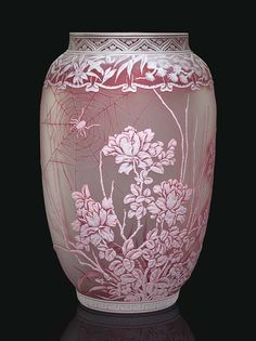 English cameo glass vase circa attributed to Thomas Webb & Sons, indistinctly etched Art Of Glass, Cut Glass, Antique Glass, Antique Art, Vase Design, Diy Décoration, Glass Etching, Etched Glass, Colored Glass