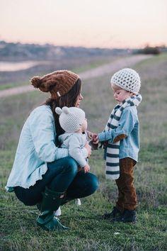 que bonita imagen de la madre con los bebes