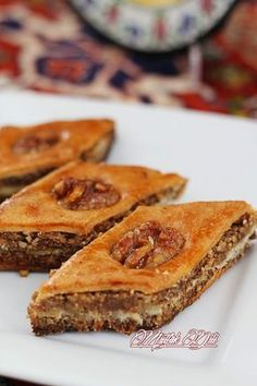 UtfakKitchen Language ✿: Desserts Source by segurgur Next Previous It looks beautiful. Beautiful desserts and feed .…A Fan-shaped Griwech Qariosh Recipe from Desserts… Turkish Recipes, Italian Recipes, Ethnic Recipes, Turkish Sweets, French Patisserie, Fish And Meat, Arabic Food, Iftar, Beautiful Desserts
