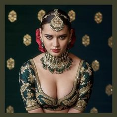 Love the Indian choli blouse by Sabyasachi, flowers in hair and the gorg model, But NOT the gaudy jewellery: 2017 Sabyasachi Jewelry Collection - Kundan Sets. Beautiful Girl Indian, Beautiful Saree, Beautiful Indian Actress, Quotes Sparkle, 3d Foto, Actrices Sexy, Indian Bridal Fashion, Sexy Girl, Uncut Diamond