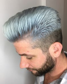 "18 Me gusta, 1 comentarios - Alexandra Whitehead (@beautybyalexandra_) en Instagram: ""Hair of steel 💪🏻 Swipe for before! #metallichair #silverhair #platinumblonde #kerastase #airsalon…"""