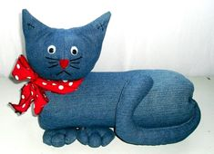 Peso de Porta – Moldes de flor, Bichos, Garrafa Pet, Caixa de Leite Cat Crafts, Diy And Crafts, Kitsch, Fabric Animals, Denim Ideas, Cat Pillow, Cat Pattern, Toy Craft, Love Sewing