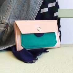 wallet · leather https://www.instagram.com/marielagdias/