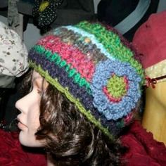Bonnet femme fleur rétro tricoté à la main multicolore Fleurs Rétro, Bonnet  Femme, Femme 27694003490