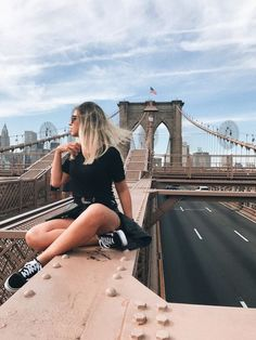 How to travel alone to New York on a budget - Your purpose this 2019 is to travel? We share tips for you to go to New York alone on a budget and - New York Outfits, New York Pictures, New York Photos, Manhattan, New York City Travel, New Travel, New York Photography, Travel Photography, Adventure Photography